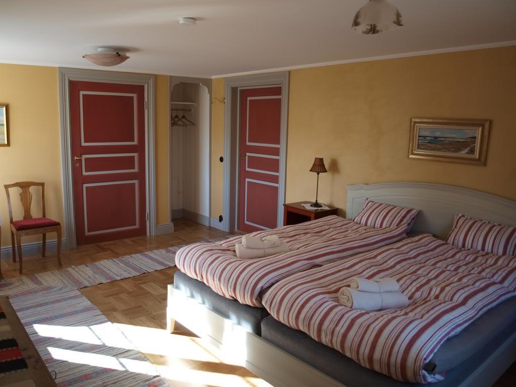 GULA RUMMET: Dubbelrum på bottenvåningen, med plats för extrabädd och delvis handikappanpassat.